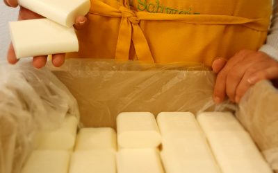 Our recycled hotel soaps in the hands of people in need in the Basel area